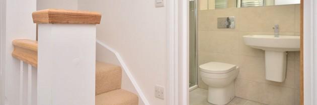 Slade Cottages – Hall/Bathroom